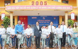 Representatives presented bicycle for pupils